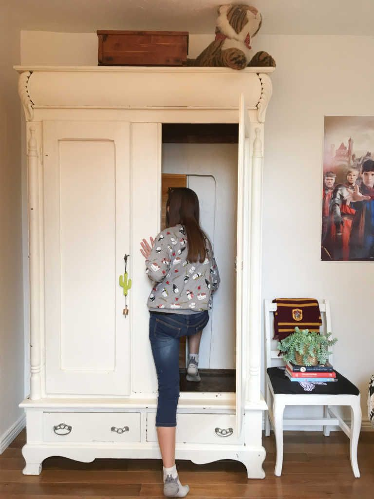 'There was no turning back': Mom builds magical hidden room through teen's closet – Love What Matters