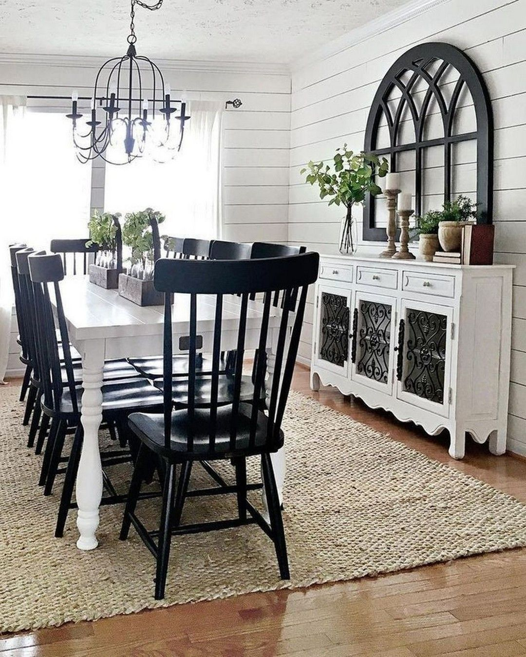 White Dining Room: Elegant Decorative Decor