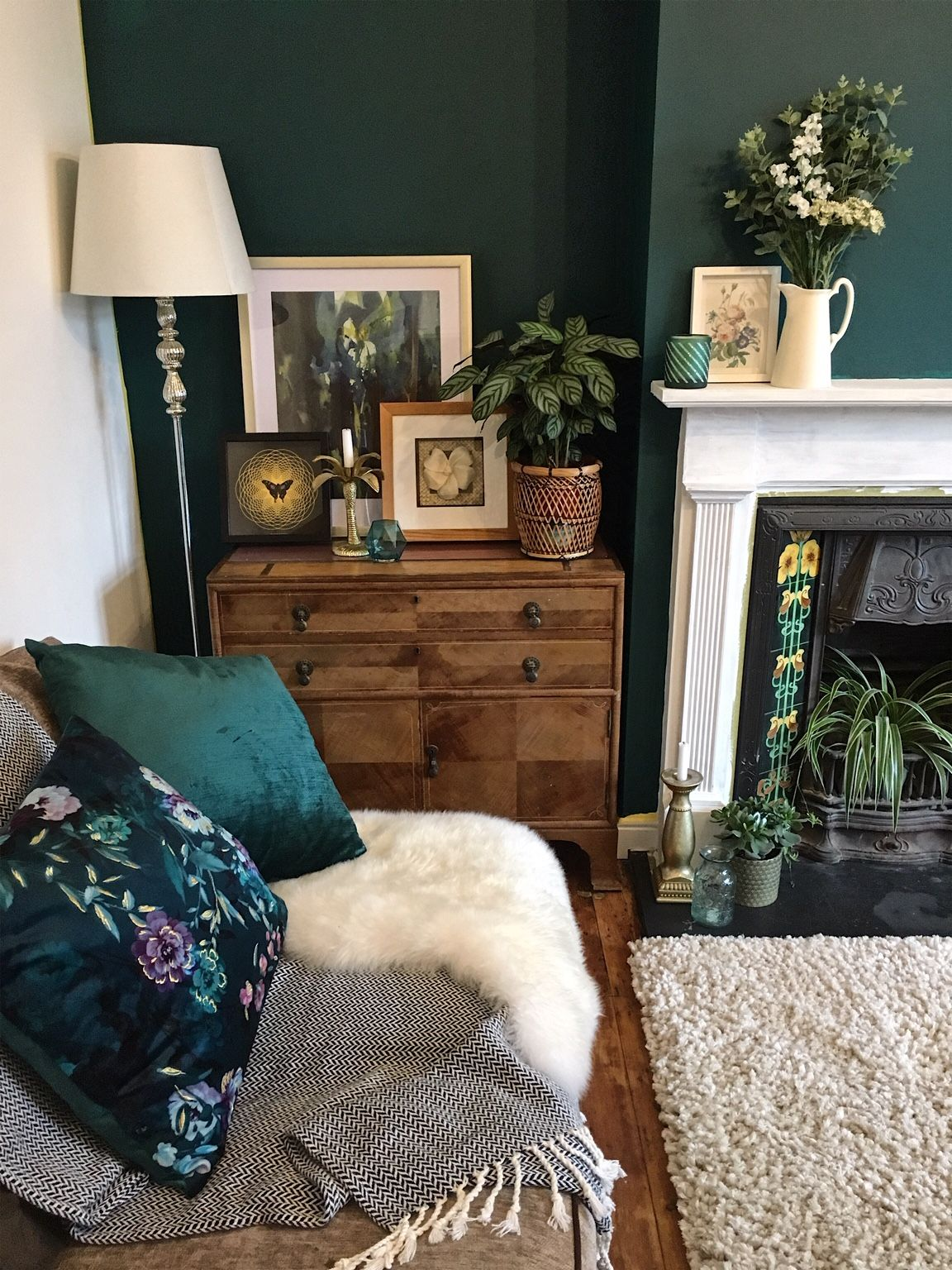 One of my first pictures of the dark green wall on my Instagram page. How to use dark green in the living room