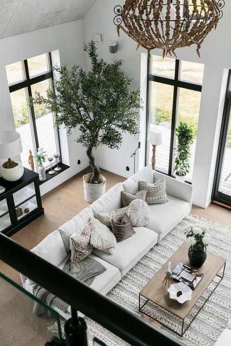 Un salon cathédrale, une piscine et des plantes dans une maison neuve – PLANETE DECO a homes world